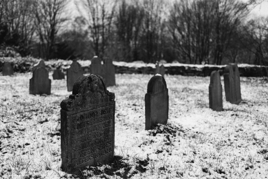 Neulich auf dem Friedhof oder der erste Schnee