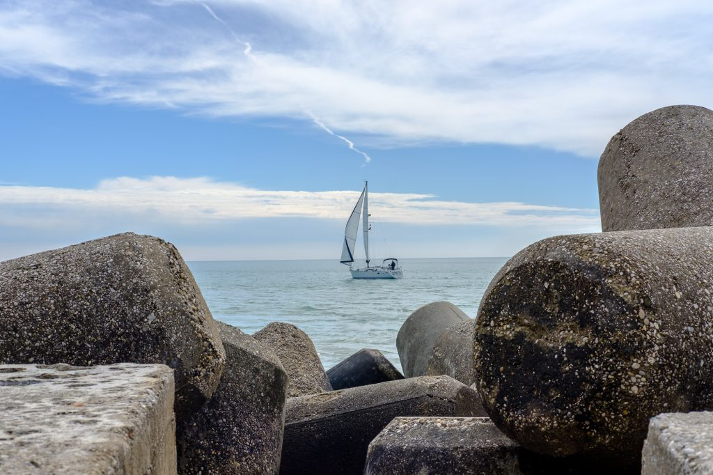 Segelboot auf dem Mittelmeer