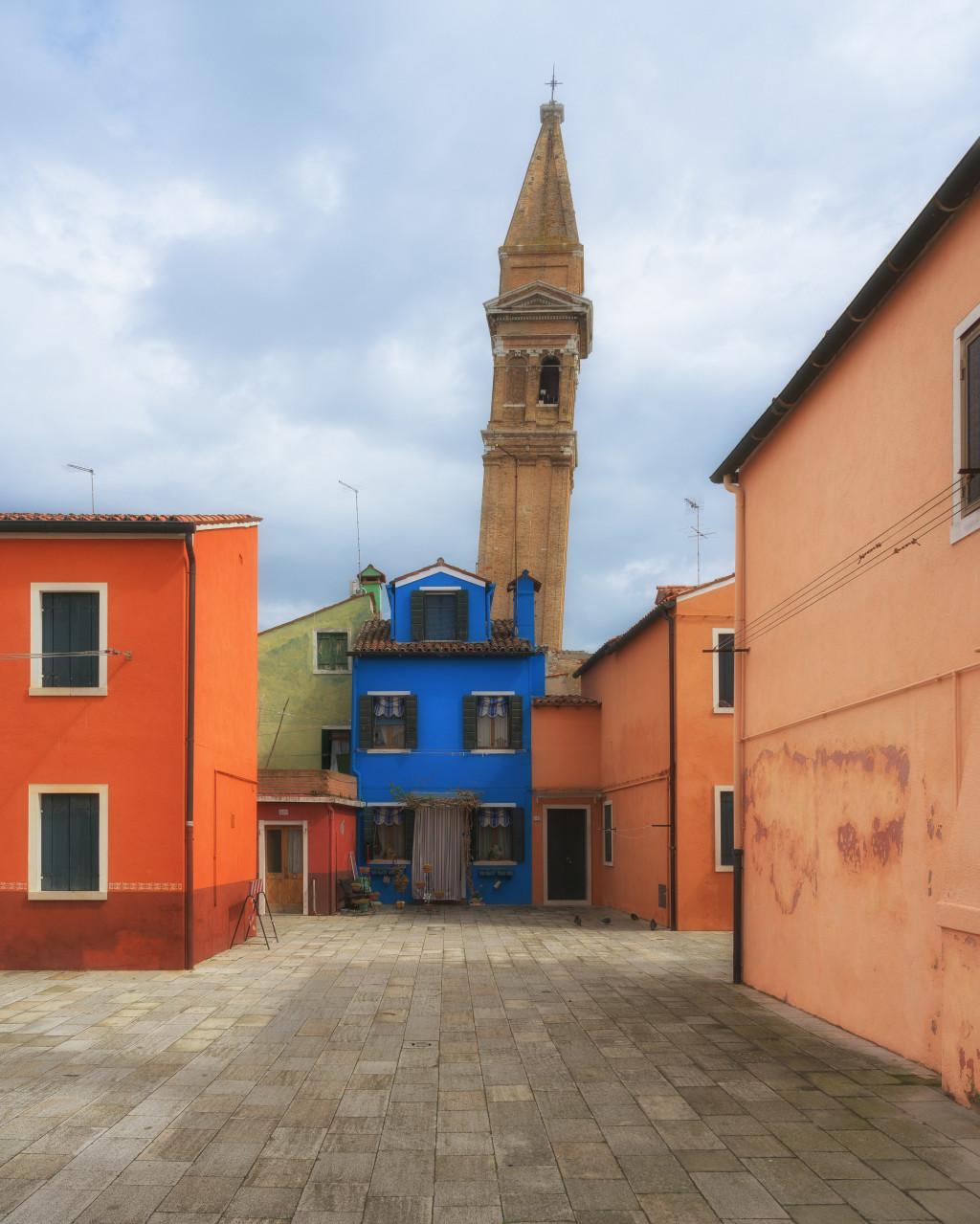 schiefer Kirchturm von San Martino